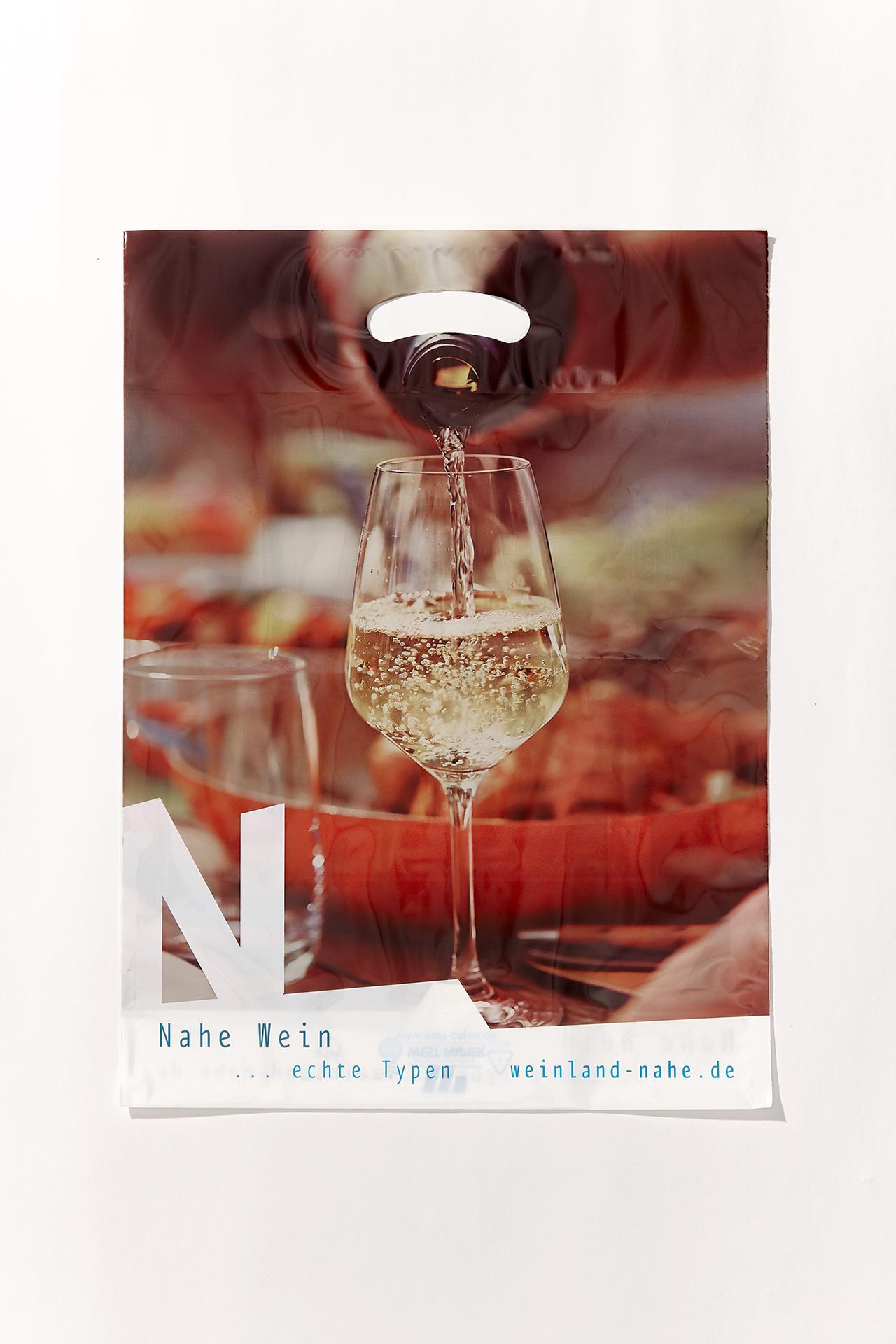 PE-Tragetasche Nahe Wein...echte Typen